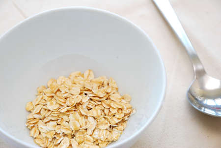 signify: Small serving of healthy oatmeal to signify concepts such as dieting, and healthy eating and lifestyle. Also for healthy and nutritious breakfasts, nutrition, and food and beverage concepts. Stock Photo