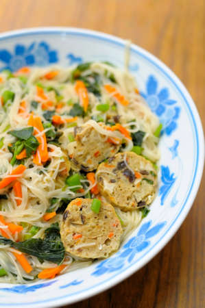sumptuous: Sumptuous looking Chinese style vegetarian noodles. Made with various ingredients and vegetables. For concepts such as healthy lifestyle, and food and beverage. Stock Photo