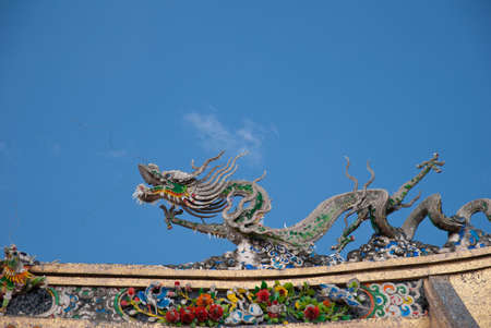 Ancient Chinese architectural details. Dragons are commonly used to symbolise power and prosperity. Stock Photo - 10532722