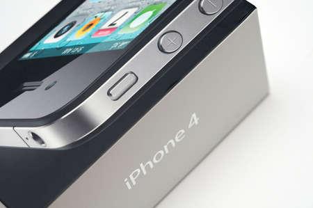 product box: Nuovo Apple iPhone 4 in confezione del prodotto con sfondo bianco.