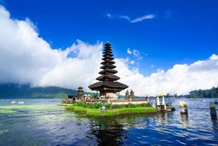 Pura Ulun Danu Bratan je hlavní vodní chrám na jezeře Bratan, Bali, Indonésie Reklamní fotografie