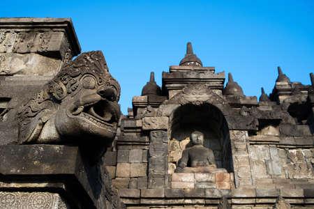 gargouille: Niches des bouddhas et gargouille autour des niveaux inf�rieurs de Borobudur