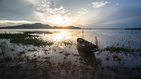 Barca con il cielo al tramonto Archivio Fotografico - 35079704