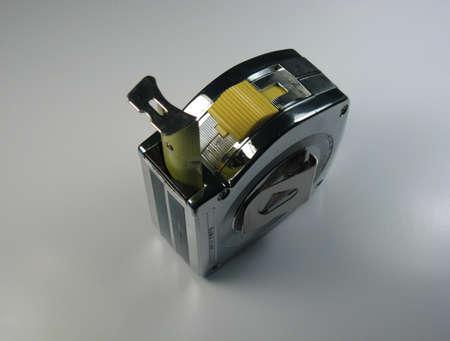 金属ケース付き建設テープ メジャーが 2 インチを拡張 写真素材 - 1125915