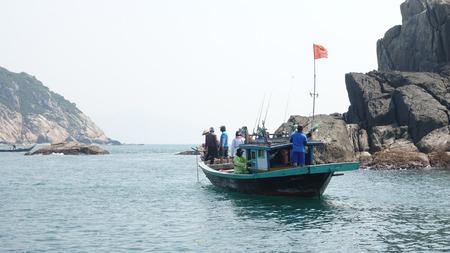 Vissers op een vissersboot
