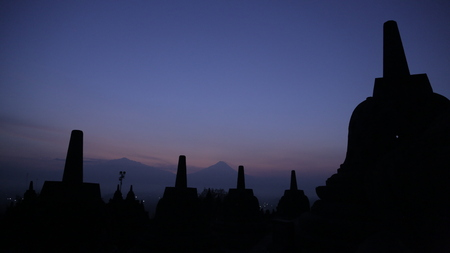 Borobudur in Yogyakarta tijdens de schemering Stockfoto