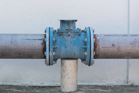 flanges: Steel pipe with joins and flanges with bolts