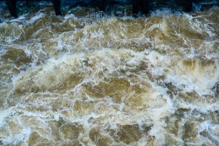 Sluisdeur voor storege water in rivier