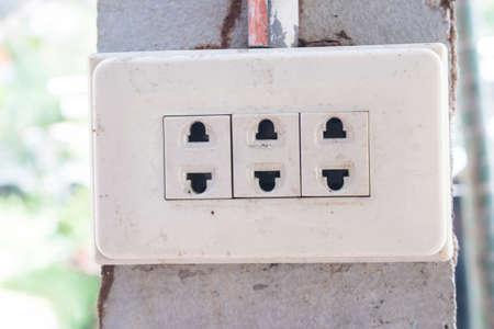 grounded plug: white Plug