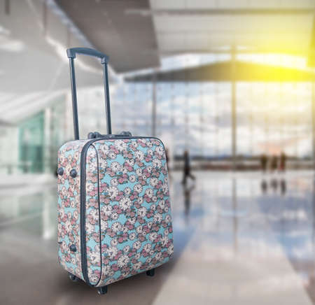 travel  luggage with airport background Foto de archivo