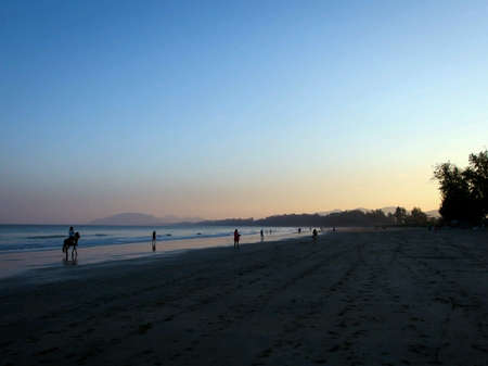 huahin: Huahin beach in the evening with few people