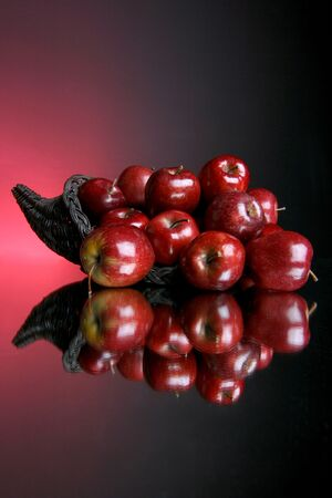 reflection of red apples Imagens