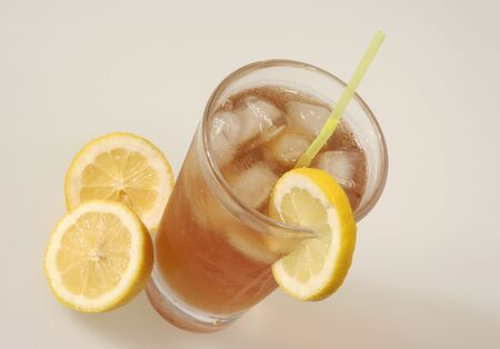 Glass of Iced Tea with a slice of lemon Imagens - 245730