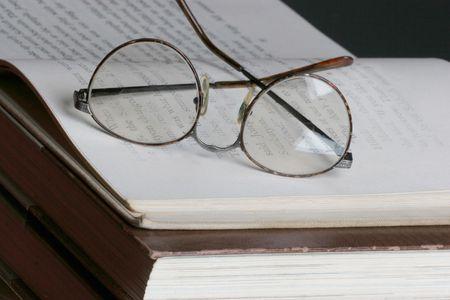 verify: occhiali occhio sulla sommit� di una pagina aperta