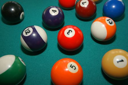 pool balls in play on green felt table Imagens - 253775
