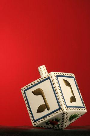 clay chanukkah dreidel on red background Imagens - 277756