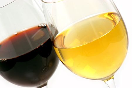 two different glasses of wine one white Chardonnay and one red Cabernet Sauvignon Imagens - 293621