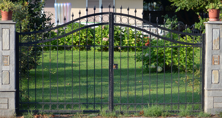 modern metal gate for the private house Banque d'images