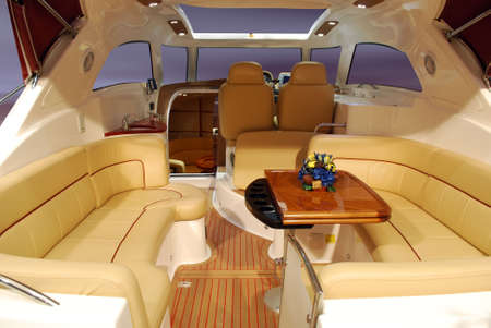 yachten: Innenraum der Luxus-Yacht-Kabine