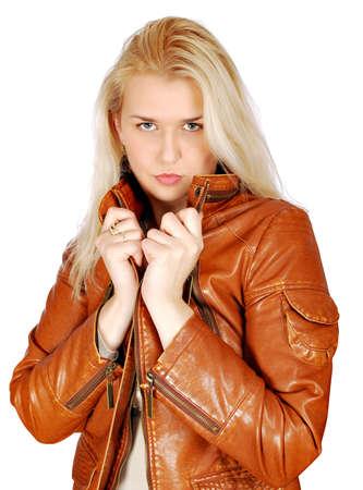 chaqueta de cuero: mujer rubia de belleza posando