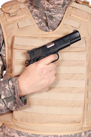bulletproof: pistola y chaleco antibalas