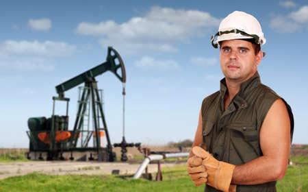 oil worker: industria del aceite de los trabajadores posando