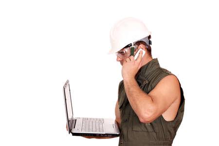 oil worker: aceite trabajador con la computadora port�til y el tel�fono en blanco