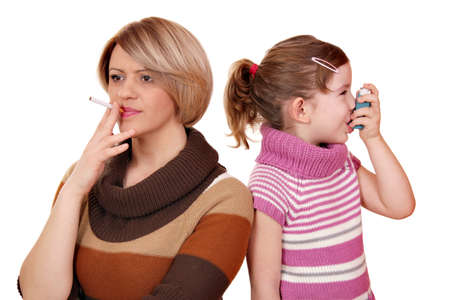 Smoking can cause asthma in children  Foto de archivo