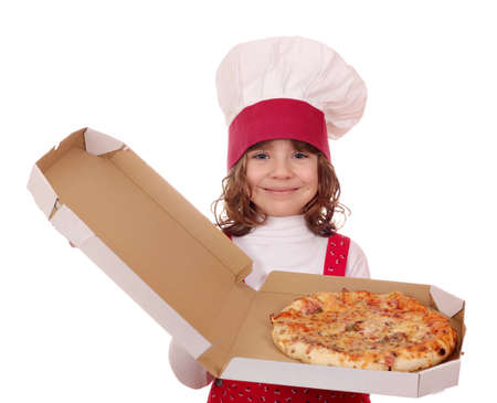 caja de pizza: cocinero ni�a celebrar caja de pizza Foto de archivo