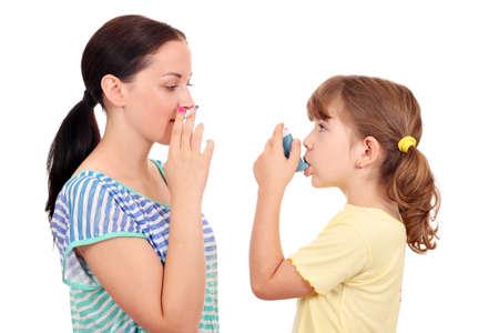 chica fumando: cigarrillo chica de fumar y de la ni�a con el inhalador