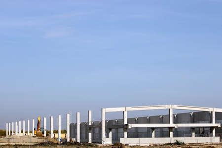 cantieri edili: nuova costruzione fabbrica zona industriale sito Archivio Fotografico
