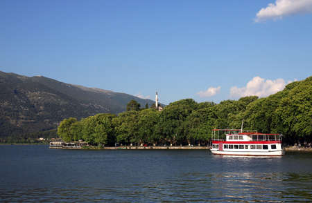 Aslan pasha mosque and lake Ioannina cityscape Greece Stok Fotoğraf
