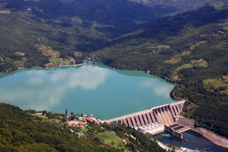 hydroelectric power plant Perucac on Drina river landscape Serbia Standard-Bild