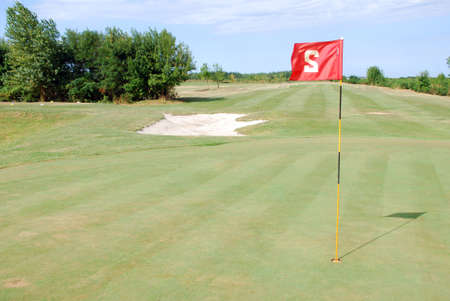 red flag number two on golf course Imagens