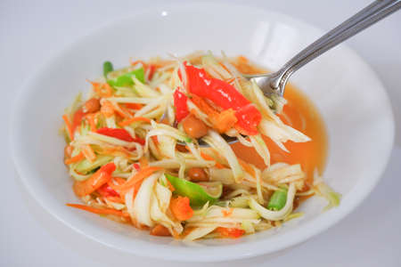 Thai papaya salad (som tum) with a spoon and white plate Zdjęcie Seryjne