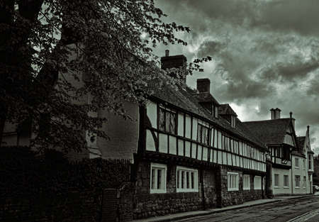 almshouse: Bond houses