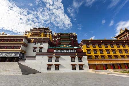 The main hall of the majestic Buddhist temple Zdjęcie Seryjne