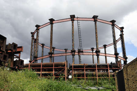 pancras: Guide frame for Single Gas Holder No 8. Originally erected by the Imperial Gas Light and Coke Company in 1880 and decommissioned in the 1980s, now Grade II-listed. The parts of three other gasometers lie waiting for restoration and relocation. Stock Photo