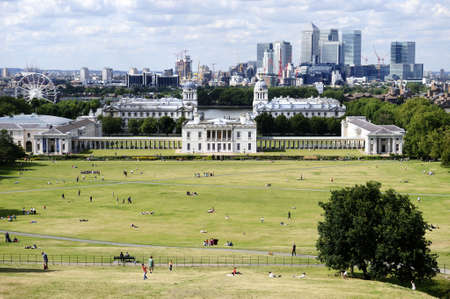 Overlooking Greenwich Park with National Maritime Museum, Canary Wharf and the London skyline in the background Zdjęcie Seryjne - 3500479