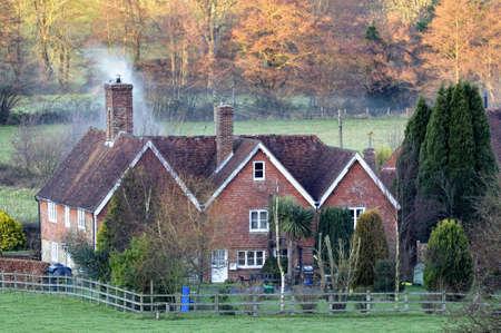 house gables: Ingl�s acogedora casa de campo en el anochecer como el oto�o se convierte en invierno