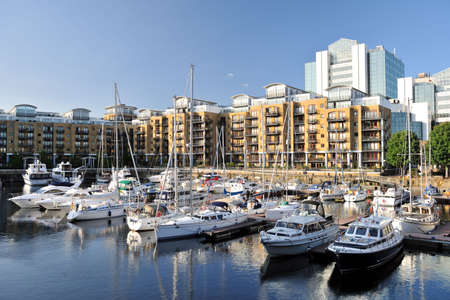 Luxury flats, City Quay, and yachts moored in the east dock marina, St Katherine Dock, London, England, UK, Europe Zdjęcie Seryjne - 5244168