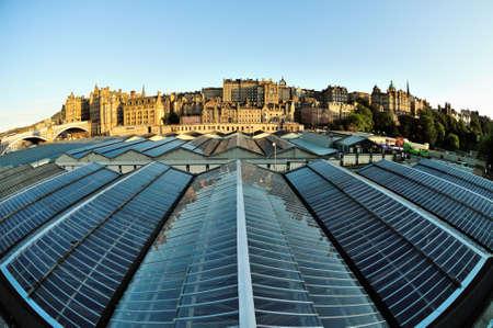 waverley: Old Town skyline, over the roof of Waverley railway station, Edinburgh, Scotland, UK Stock Photo