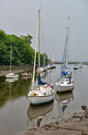 Sailing boats moored at the mouth of the River Almond, Cramond, Edinburgh, Scotland, UK Zdjęcie Seryjne