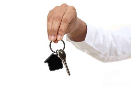 Hand, die Hausschlüssel hält Standard-Bild - 88935829