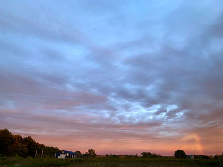 Pink and blue sunset over woodland farm Stockfoto - 158028113