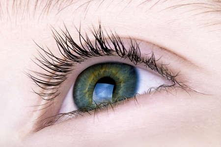 globo ocular: Macro de los ojos de los ni�os Foto de archivo
