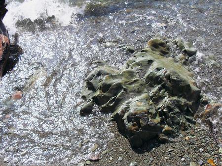 Rock and breaking waves Фото со стока - 51139661