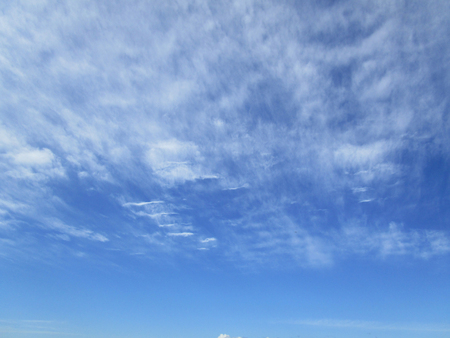 Cloudy sky. The blue sky with white cumulus clouds fantastically shaped Фото со стока - 78100043