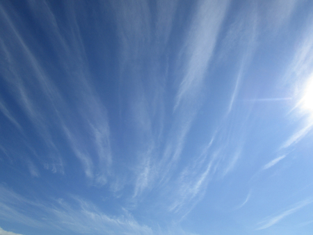 Cloudy sky. The blue sky with white cumulus clouds fantastically shaped Фото со стока - 78100047