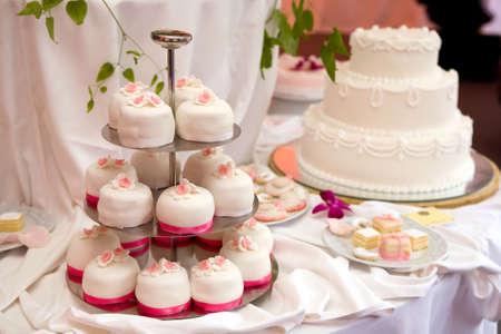 cake tier: Wedding cakes